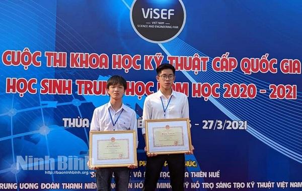 Học sinh trường THPT Hoa Lư A đạt giải nhất cuộc thi KHKT cấp quốc gia